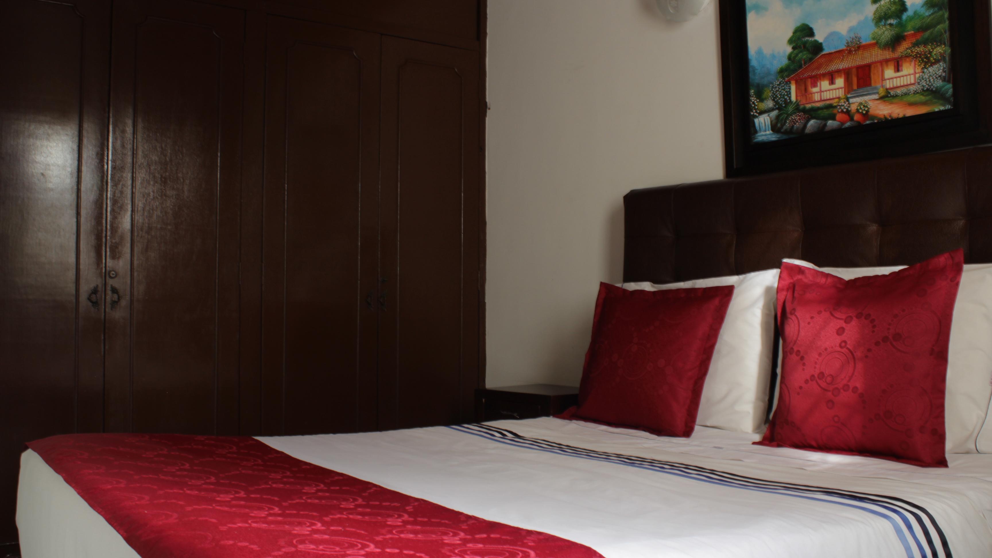 House hotel victoria near clinica corpas bogot colombia casa hotel victoria bogota - Hotel casa victoria suites ...